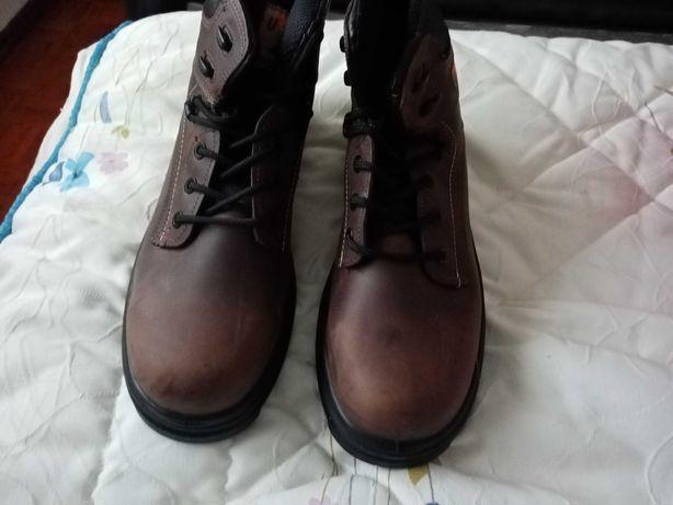 Troco botas biqueira de aço n45 mais óculos de proteção