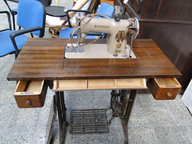 Máquina de costura Singer - Bom estado geral
