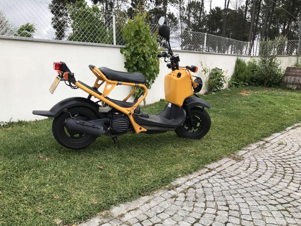 Zoomer Maxi PuchMorini Europa com matrícula e documento unico