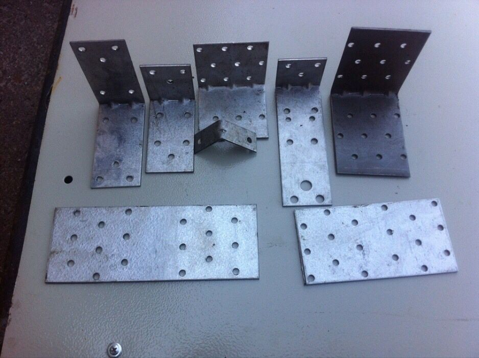 Уголок монтажный перфорированный крепежный кутник металевий пластини