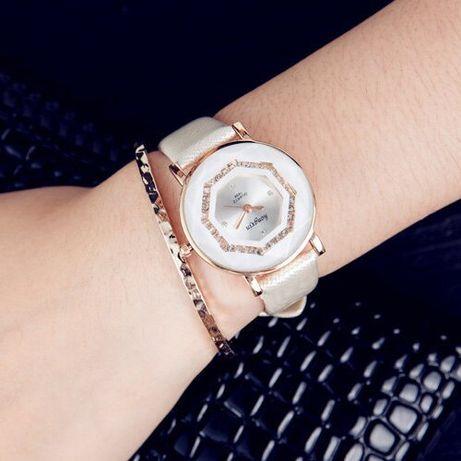Zegarek damski naręczny na pasku biały beżowy