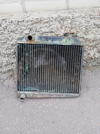 Продам радіатор з жалюзями з Москвича  2140 Азлк