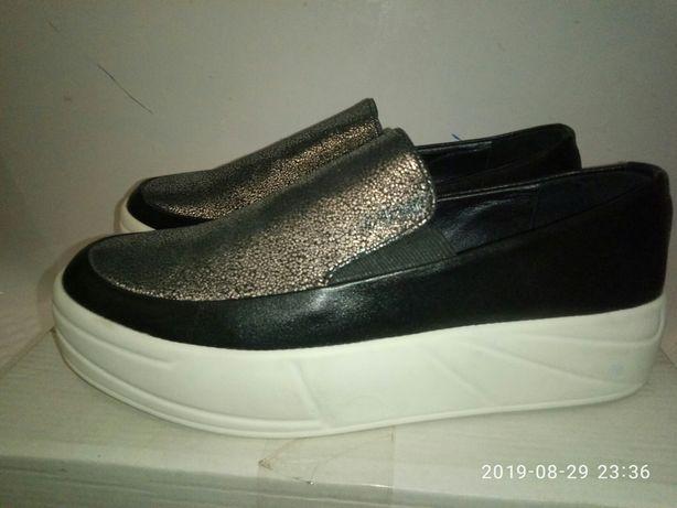 Новые туфли слипоны 36р натуральная кожа