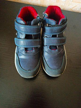 Продам весняно-осінні ботинки