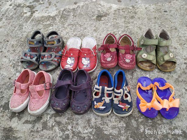 Взуття дитяче від народження і до 4 років