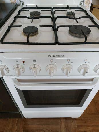 Kuchenka gazowa sprawna technicznie.