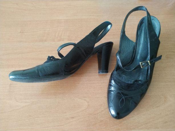 Літні чорні туфлі на підборах