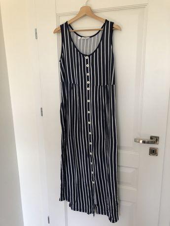 Sukienka ciążowa z wiskozy zapinana na guziki z kieszeniami.