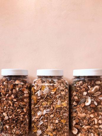 Гранола, орехи, сухофрукты