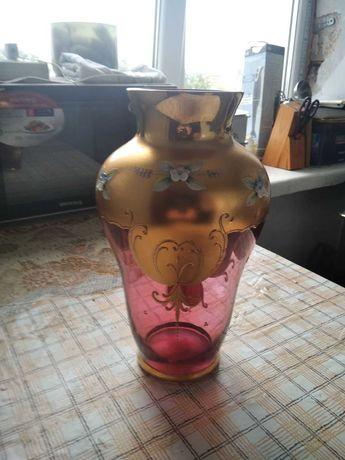 ваза розовое стекло- хрусталь с позолоой.