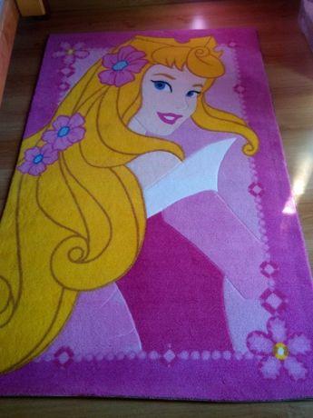 """""""Édredon"""", cortinados e tapete da princesa em muito bom estado."""