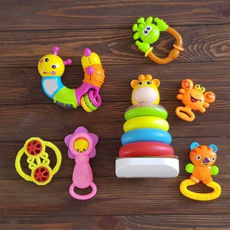 Набор игрушек для малыша от 3 мес до 1,5 лет (пирамида, погремушка)