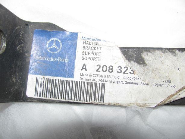 Кронштейн стаб-ра LH W202 Mercedes A 208 323 01 40
