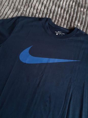 Майки фірми Nike