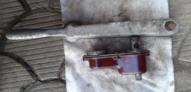 Продам 2 динамометрических ключа в рабочем состоянии, цена за оба ключ
