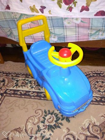 Машинка толокар синяя