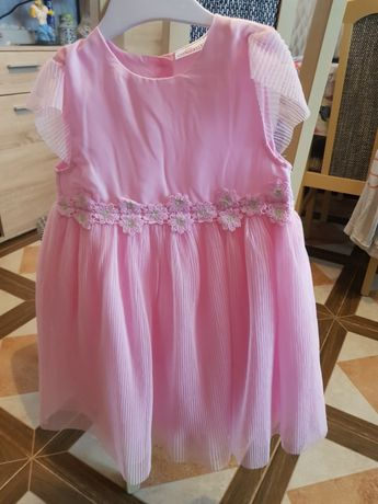 Sukienka dziewczęca.