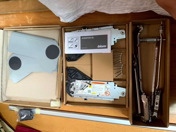 Sistema de Elevação para Portas de Cozinha/Armário BLUM