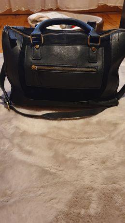 Czarna torebka Reserved- darmowa wysyłka