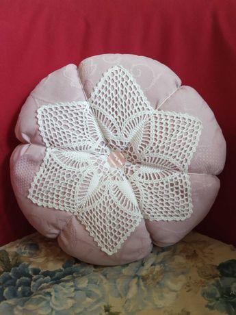 Poduszka okrągła, kwiat, koronka, 2 kolory, rękodzieło