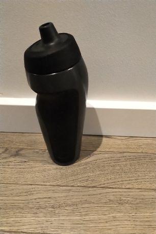 Bidon Nike sport 600 ml czarny na wodę