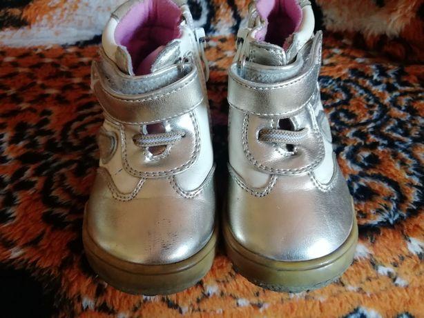 Ботиночки золотистые