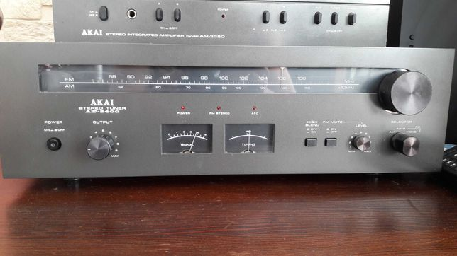 Radio tuner AKAI AT 2400