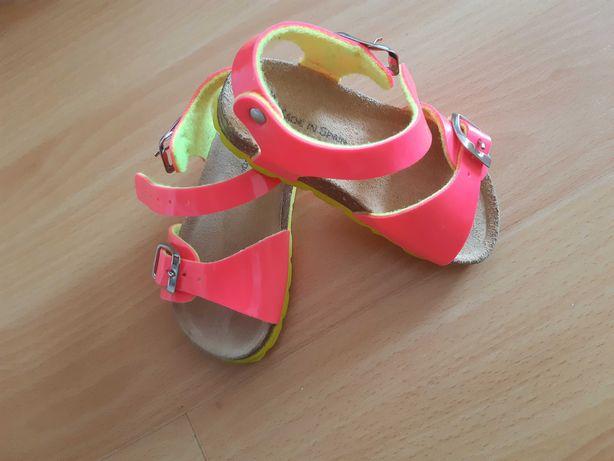 Sandálias para criança tamanho 22 como novas