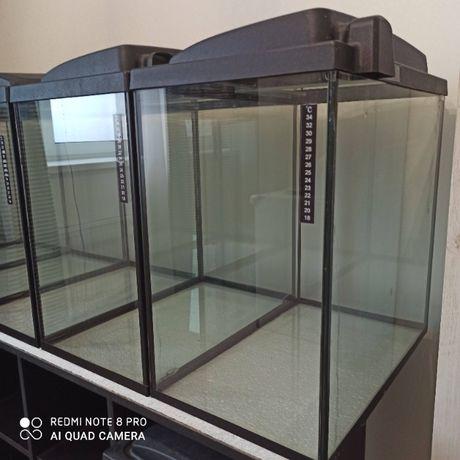 Продам аквариум б/у с крышкой