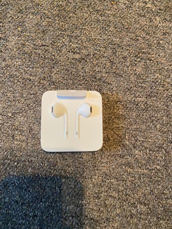 AirPods lightning