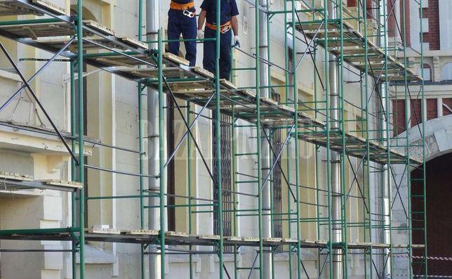 Строительные леса для утепления и реконструкции многоэтажных зданий