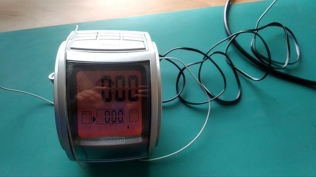 Radio budzik z projektorem na sufit.