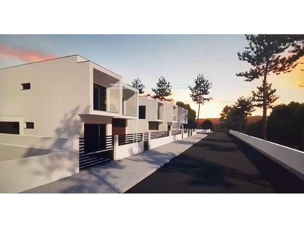 Moradia Isolada T4 nova, com garagem e piscina, localizad...