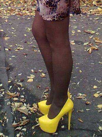 Лакированные туфли ярко-желтого цвета