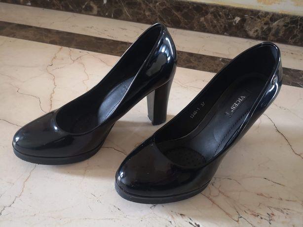Czarne buty damskie na słupku