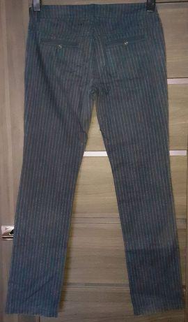 Spodnie materiałowe granatowe w prążki białe