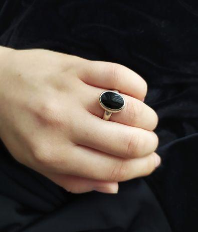 Srebrny stary pierścionek z czarnym kamieniem oczkiem vintage 18 mm