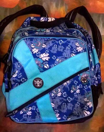 Рюкзак фирмы Chiemsee уни для взрослого и подростка. Вместительный б/у
