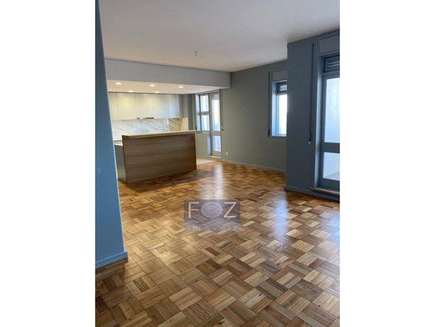 Apartamento T5 remodelado - Boavista