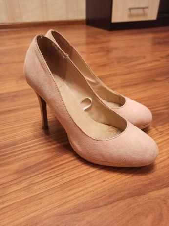 Туфли пудрового цвета замша