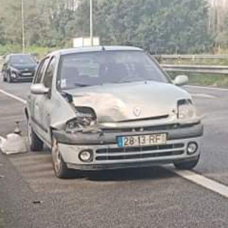 Clio acidentado 1.2