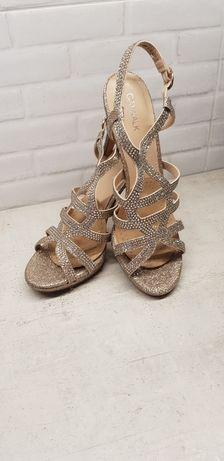 Sandałki ślubne na obcasie_złote_brokatowe_