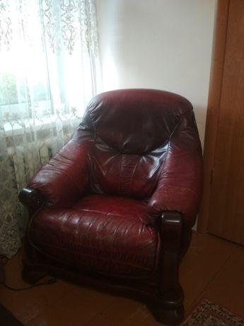 Два кожаных кресла. кресло.