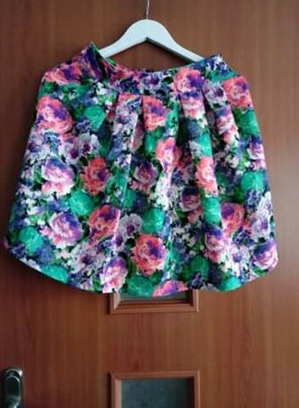 Spodniczka w kwiaty