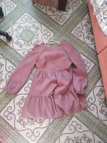 Платье не летнее , ткань теплая , 44 размер