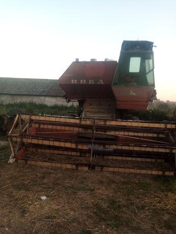 комбайн нива на ходу прес трактор