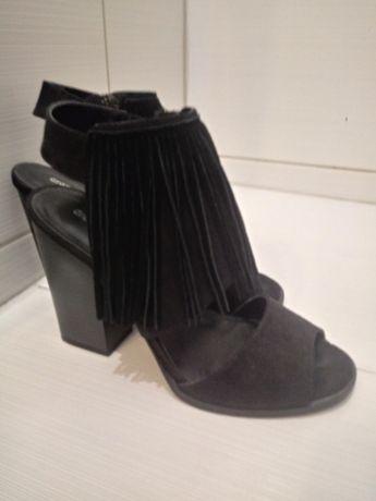 czarne buty sandały na słupku frędzle graceland deichmann boho etno 36
