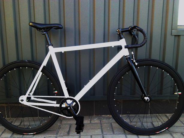стильный велосипед шоссейный классический Fixed gear сингспид urban 28
