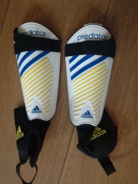tanio ochraniacze piłkarskie adidas predator
