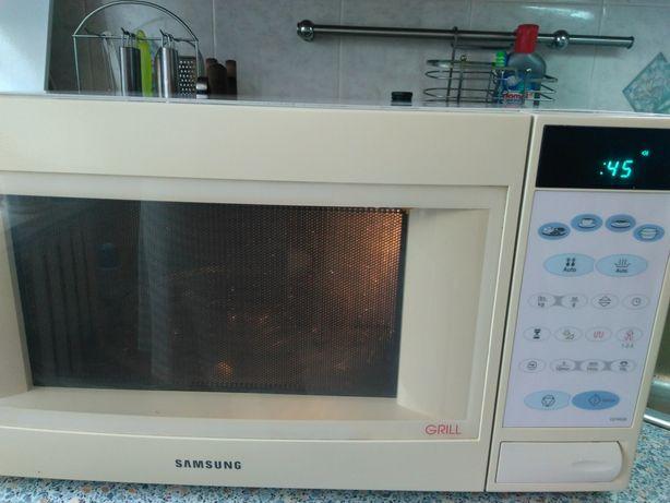 Микроволновая печь Samsung CE745GR с грилем